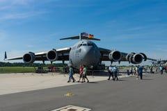 Ένα στρατηγικό και τακτικό airlifter Boeing γ-17 Globemaster ΙΙΙ Στοκ φωτογραφίες με δικαίωμα ελεύθερης χρήσης