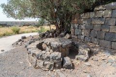 Ένα συντηρημένο gazebo στις καταστροφές ενός χριστιανικού μοναστηριού της 6ης ΑΓΓΕΛΙΑΣ αιώνα στο εγκαταλειμμένο χωριό Deir Qeruh  Στοκ Φωτογραφία