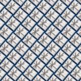 Ένα σχέδιο των ασημένιων κιβωτίων δώρων σε ένα μπλε υπόβαθρο Στοκ εικόνες με δικαίωμα ελεύθερης χρήσης