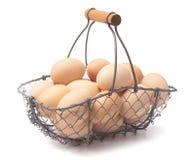 Ένα σύνολο καλαθιών των φρέσκων αγροτικών αυγών στοκ εικόνες