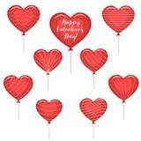 Ένα σύνολο κόκκινων μπαλονιών με μορφή μιας καρδιάς με ένα κείμενο για την αγάπη και με τα διάφορα λωρίδες διανυσματική απεικόνιση