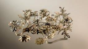 Ένα σύνολο μερών για τη συνέλευση των σκουλαρικιών Στοιχεία για τη δημιουργικότητα και τη συνέλευση των σκουλαρικιών φιλμ μικρού μήκους
