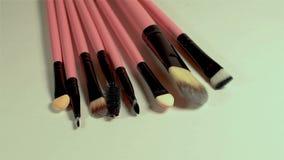 Ένα σύνολο νέων καλλυντικών βουρτσών makeup φιλμ μικρού μήκους