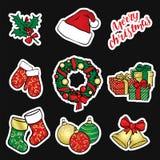 Ένα σύνολο Χριστουγέννων αντιτίθεται - ένα στεφάνι, σφαίρες, διακοσμήσεις, δώρα, κάλτσες, μπότες Στοκ εικόνα με δικαίωμα ελεύθερης χρήσης