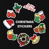Ένα σύνολο Χριστουγέννων αντιτίθεται - ένα στεφάνι, σφαίρες, διακοσμήσεις, δώρα, κάλτσες, μπότες Στοκ φωτογραφίες με δικαίωμα ελεύθερης χρήσης