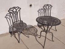 Ένα σύνολο patio σιδήρου στον ήλιο Στοκ φωτογραφίες με δικαίωμα ελεύθερης χρήσης