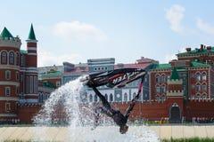Ένα τέχνασμα στο aquabike παρουσιάζει Στοκ φωτογραφίες με δικαίωμα ελεύθερης χρήσης