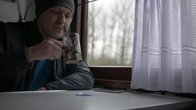 Ένα ταξίδι ατόμων ` s σε ένα τραίνο απόθεμα βίντεο