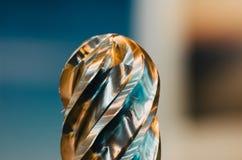 Ένα τεράστιο τρυπάνι μετάλλων κοντά στη σπείρα Στοκ Εικόνες