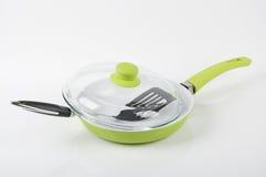 Ένα τηγάνι ασβέστη με spatula Στοκ Εικόνες