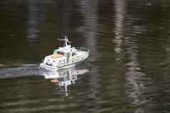 Ένα τηλεχειριζόμενο στρατιωτικό ταχύπλοο Στοκ Φωτογραφίες