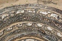 Ένα τμήμα του διάσημου moonstone πετρών στις αρχαίες καταστροφές Anuradhapura στη Σρι Λάνκα Στοκ Εικόνα