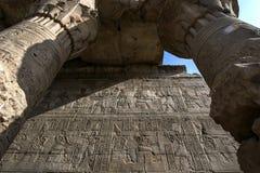 Ένα τμήμα του τοίχου που γειτονεύει με το mammmisi (σπίτι γέννησης) στο ναό Horus σε Edfu στην Αίγυπτο Στοκ εικόνες με δικαίωμα ελεύθερης χρήσης