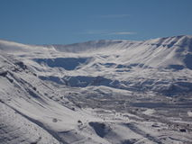 ένα τοπίο γοητείας των υψηλών λιβανέζικων βουνών το χειμώνα Στοκ φωτογραφία με δικαίωμα ελεύθερης χρήσης