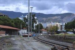 Ένα τοπίο με το σιδηρόδρομο και το βουνό Στοκ φωτογραφίες με δικαίωμα ελεύθερης χρήσης