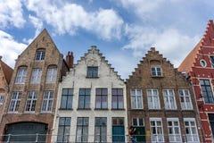 Ένα τούβλινο σπίτι με ένα αέτωμα στην πόλη εάν Μπρυζ, Βέλγιο στοκ φωτογραφία με δικαίωμα ελεύθερης χρήσης
