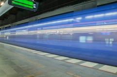 Ένα τραίνο μέσω του σταθμού Malmö στη Σουηδία στοκ εικόνες με δικαίωμα ελεύθερης χρήσης
