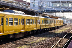 Ένα τραίνο που σταματά στο σταθμό στη Χιροσίμα, Ιαπωνία Στοκ φωτογραφίες με δικαίωμα ελεύθερης χρήσης