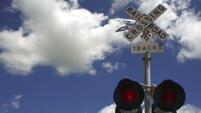 Ένα τραίνο σκοντάφτει το σήμα μεταστρέφοντας τα αυτοκίνητα σε μια πόλη του Τέξας φιλμ μικρού μήκους
