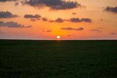 Ένα τρελλό ηλιοβασίλεμα κατά τις απόψεις του Ισραήλ των Άγιων Τόπων Στοκ Φωτογραφίες