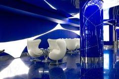 Ένα φανταστικό εσωτερικό του μέλλοντος στα γκρίζα μπλε χρώματα Στοκ φωτογραφίες με δικαίωμα ελεύθερης χρήσης