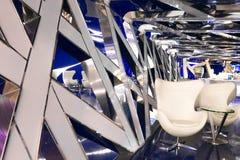Ένα φανταστικό εσωτερικό του μέλλοντος στα γκρίζα μπλε χρώματα Στοκ εικόνες με δικαίωμα ελεύθερης χρήσης
