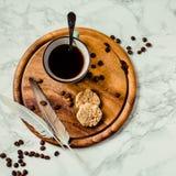 Ένα φλιτζάνι του καφέ και μπισκότα Διάλειμμα ή πρόγευμα ελάχιστο Στοκ Εικόνες