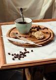 Ένα φλιτζάνι του καφέ και μπισκότα Διάλειμμα ή πρόγευμα ελάχιστο Στοκ Φωτογραφία