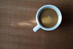 Ένα φλιτζάνι του καφέ Στιγμιαίος καφές Μακροεντολή στοκ εικόνες