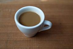 Ένα φλιτζάνι του καφέ Στιγμιαίος καφές Μακροεντολή στοκ εικόνα με δικαίωμα ελεύθερης χρήσης