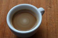 Ένα φλιτζάνι του καφέ Στιγμιαίος καφές Μακροεντολή στοκ εικόνες με δικαίωμα ελεύθερης χρήσης