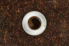 Ένα φλιτζάνι του καφέ στον καφέ στοκ εικόνες