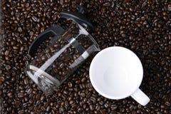 Ένα φλιτζάνι του καφέ στο φασόλι Στοκ φωτογραφίες με δικαίωμα ελεύθερης χρήσης