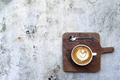 Ένα φλυτζάνι του καφέ τέχνης latte Στοκ εικόνες με δικαίωμα ελεύθερης χρήσης