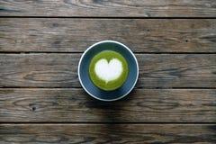Ένα φλυτζάνι του πράσινου matcha τσαγιού latte Στοκ φωτογραφία με δικαίωμα ελεύθερης χρήσης