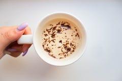 Ένα φλυτζάνι του cappuccino ή της βανίλιας Latte στοκ φωτογραφία με δικαίωμα ελεύθερης χρήσης