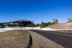 Ένα φυσικό Drive πλαισίων εθνικών οδών στο εθνικό πάρκο λιμνών κρατήρων Στοκ φωτογραφία με δικαίωμα ελεύθερης χρήσης