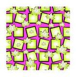 Ένα φωτεινό αστείο σχέδιο: χαοτικά διεσπαρμένα φύλλα σφενδάμου και τετράγωνα ανοικτό πράσινο στο ρόδινο υπόβαθρο Στοκ Εικόνα