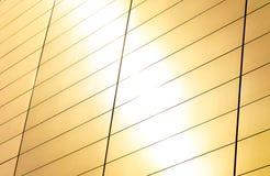Ένα φωτεινό υπόβαθρο της φλόγας φωτός του ήλιου, αφηρημένη λεπτομέρεια της λείας σύγχρονης σύγχρονης αρχιτεκτονικής με το διάστημ στοκ φωτογραφίες