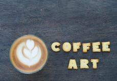 Ένα φλυτζάνι της τέχνης και του αλφάβητου latte Στοκ φωτογραφία με δικαίωμα ελεύθερης χρήσης