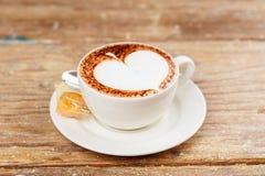 Ένα φλυτζάνι του καφέ latte στοκ εικόνα