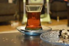 Ένα φλυτζάνι του τουρκικού τσαγιού Στοκ εικόνες με δικαίωμα ελεύθερης χρήσης