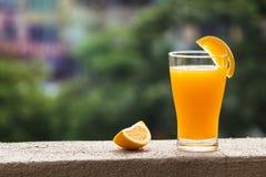 Ένα φλυτζάνι του χυμού από πορτοκάλι Στοκ φωτογραφία με δικαίωμα ελεύθερης χρήσης