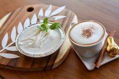 Ένα φλυτζάνι του cappuccino Στοκ εικόνες με δικαίωμα ελεύθερης χρήσης