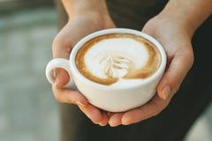 Ένα φλυτζάνι του cappuccino Στοκ φωτογραφίες με δικαίωμα ελεύθερης χρήσης