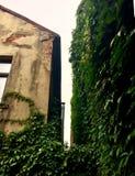 ένα χάσμα μεταξύ του σπιτιού Στοκ Εικόνα