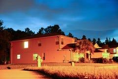 Ένα χαρακτηριστικό σπίτι στη Φλώριδα τη νύχτα Στοκ Εικόνες