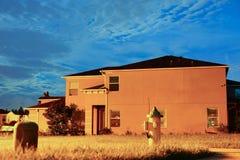 Ένα χαρακτηριστικό σπίτι στη Φλώριδα τη νύχτα Στοκ εικόνα με δικαίωμα ελεύθερης χρήσης
