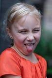 Ένα χαριτωμένο ξανθό κορίτσι Στοκ Φωτογραφίες