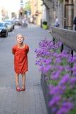 Ένα χαριτωμένο ξανθό κορίτσι Στοκ Φωτογραφία
